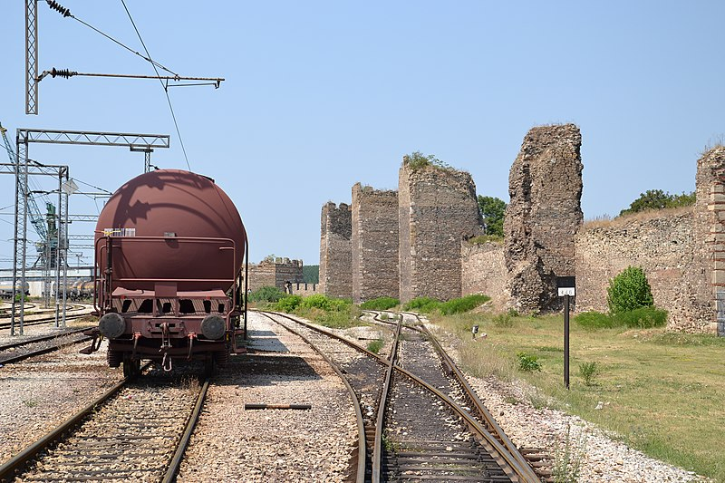 File:Smederevo fortress (Smederevska tvrđava) - by Pudelek 01.JPG