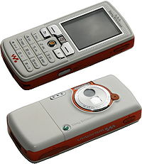 Sony Ericsson W800 (Smooth White), front and back.jpg