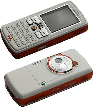 Sony Ericsson W800 - Image: Sony Ericsson W800 (Smooth White), front and back
