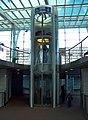 Střížkov, stanice metra, výtah na nástupiště směr centrum.jpg