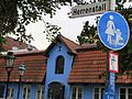 Straßenschild Herrenstall, mit Blick auf das angrenzende Gebäude mit der Adresse Schiffbrücke 37 (Flensburg).JPG