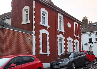 Gibbs surround - Image: Strood Byelaw houses RW Wickham Street end terrace 9025