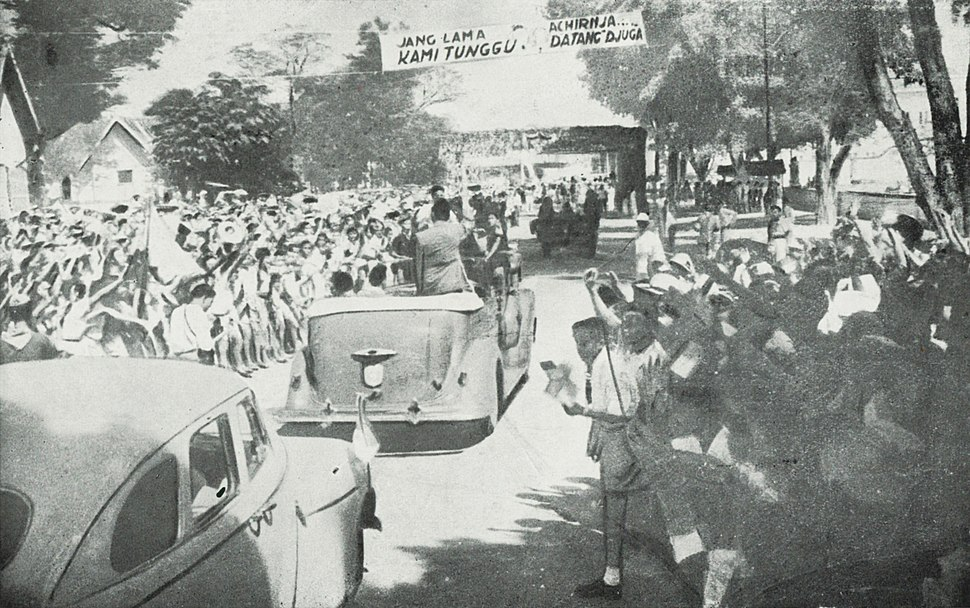 Sukarno's return to Yogyakarta, Kota Jogjakarta 200 Tahun, plate before page 73