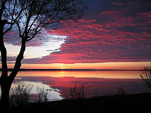 English: A Sunrise over the Ottawa River in Ar...