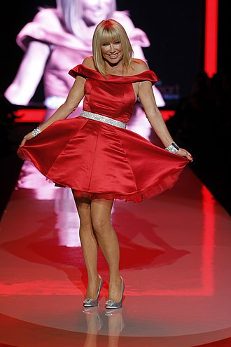 The Heart Truth - Image: Suzanne Somers in Ina Soltani (1)