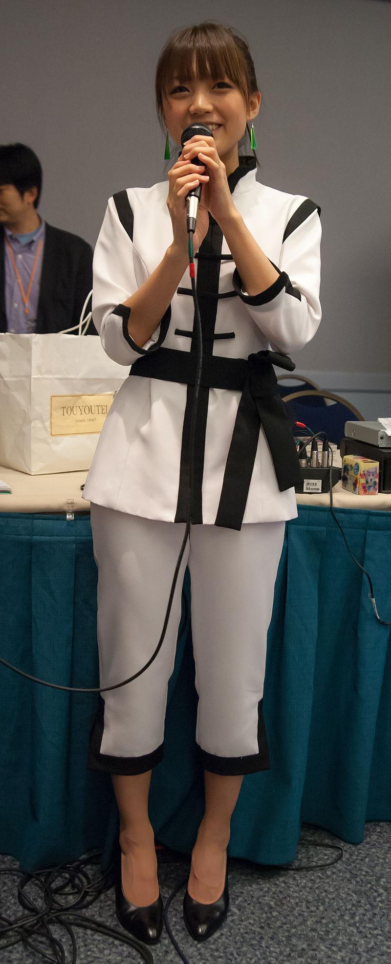 Suzuko Mimori (三森 すずこ) at AWA 2012 (4).jpg