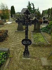 R.K. Kerkhof Sambeek: grafkruis van T. Thijssen