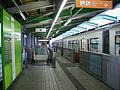 Tama-monorail-Kamikitadai-station-platform-2.jpg