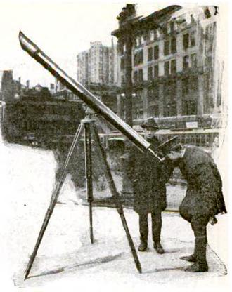 "Sidewalk astronomy - A ""street corner astronomer"" in New York City, 1921"