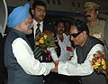 The Prime Minister, Dr. Manmohan Singh being received by the Governor of Kerala, Shri R.S. Gavai at Thiruvananthapuram Airport on January 02, 2010.jpg