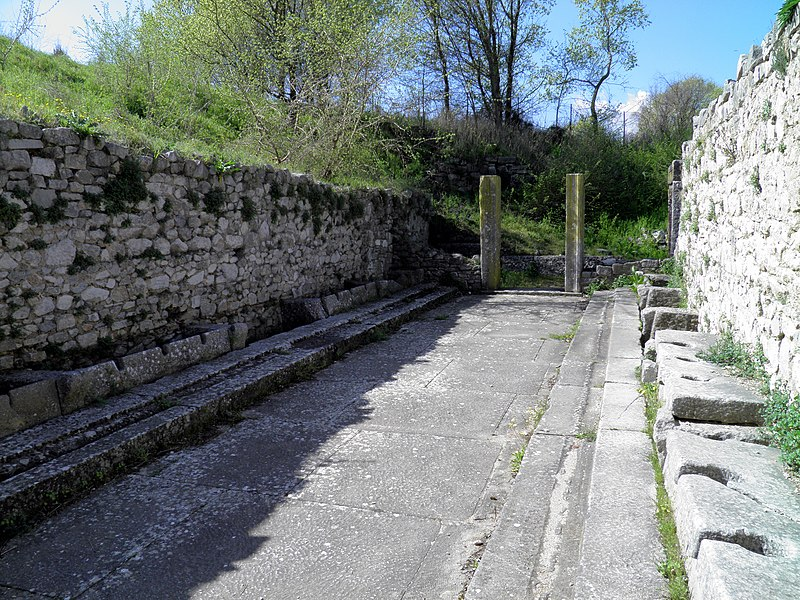 File:The Public lavatories (latrine) of the palaestra, Philippi (7272660056).jpg