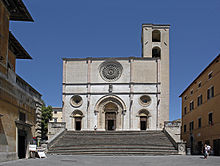 Piazza del Popolo con il Duomo dell'Annunziata