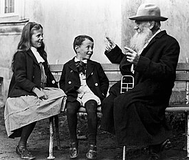 Tolstoy and his grandchildrens.jpg