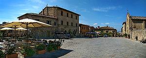 Monteriggioni - Piazza Roma.