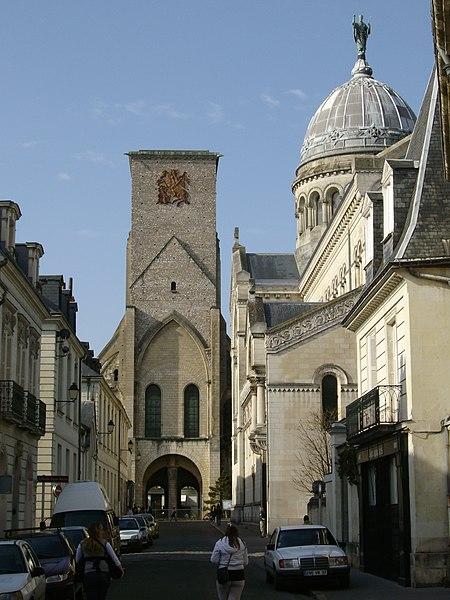 башня Карла Великого (Tour Charlemagne, 11 в) Достопримечательности Тура (Tours), Франция - что посмотреть в Туре: кафедральный собор Сен-Гатьен