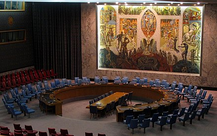 The meeting room exhibits the United Nations Security Council mural by Per Krohg (1952) UN security council 2005.jpg