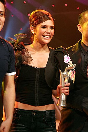 Vina Morales - Morales at the Ikon Asean competition in 2007, holding her IKON Philippines trophy.