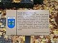 Vinoř, pomník obětem II. světové války, infotabulka.jpg