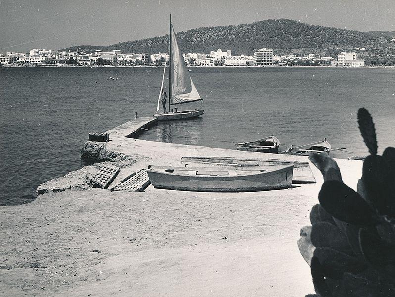 File:Vista de San Antonio (Ibiza) (18383252141).jpg