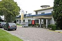 Voorzijde Stationsgebouw van voormalig vliegveld Ypenburg - 's-Gravenhage - 20528204 - RCE.jpg