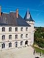 Vue aile XVIIIeme siècle cour du château de la Rochefoucauld.jpg