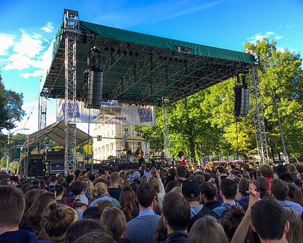 Walk the Moon performs at Fall Fest 2015. Walk the Moon performs at University of Pittsburgh Fall Fest.jpg