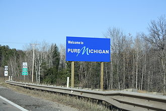 Michigan State Trunkline Highway System - Welcome sign along US 8