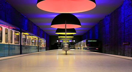 Westfriedhof platform of the Munich U-Bahn Westfriedhof zentral.JPG