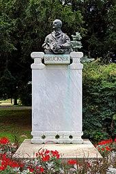 Bruckner-Denkmal im Stadtpark, vereinfacht nach Vandalisierung (Quelle: Wikimedia)