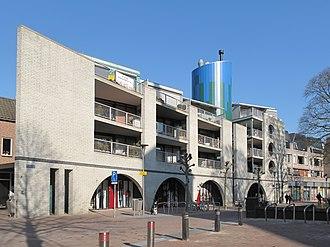 Wijchen - Image: Wijchen, moderne woonpanden op kerkplein foto 2 2011 03 08 15.31