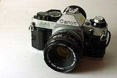 Wikicommons canon ae-1 program canon rrt877 2.jpg