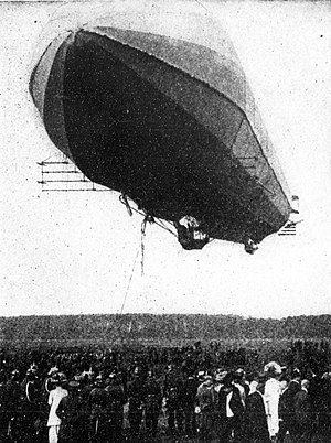 1909 in aviation - The Zeppelin LZ 3, a few seconds before landing.