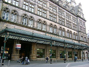 Glasgow Central station - The Gordon Street entrance of Central Station, with The Central Hotel above it