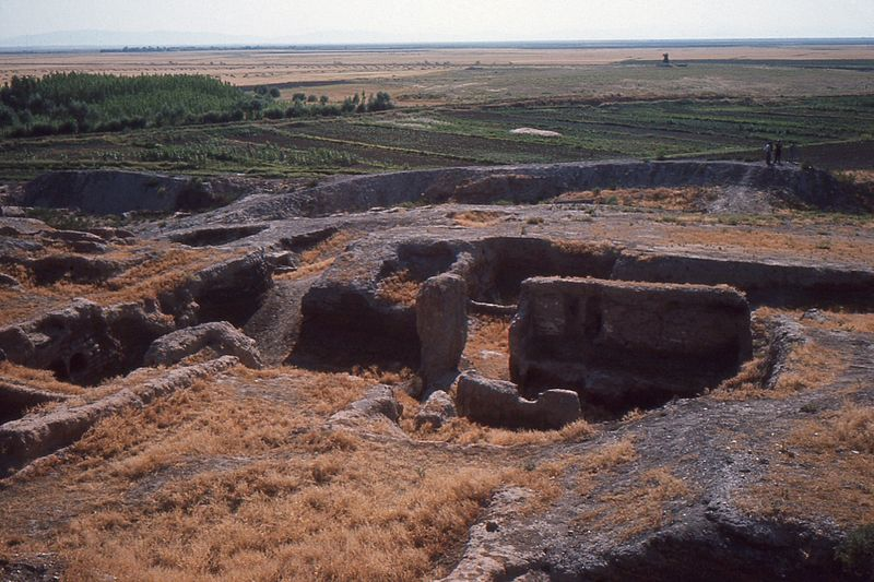 File:Çatalhöyük with surroundings..jpg