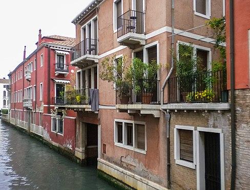 Балконы в Венеции.jpg
