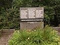 Могилы альпинистов, погибших на Памире 13 июля 1990 года - памятный знак.JPG