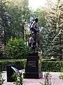 Памятник советским воинам-освободителям, скульптура солдата. Старая Русса.jpg