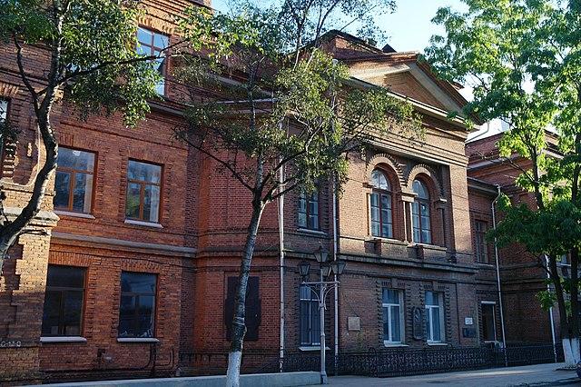 Бывшее здание Государственного Дальневосточного университета во Владивостоке. Улица Пушкинская, 10