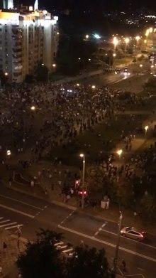 Fájl: Столкновения в Минске в ночь с 9. és 10., 2020. augusztus 10. BZQP5131.webm
