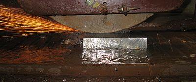 Шлифовальный инструмент по металлу