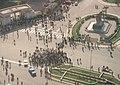 הפגנת סטודנטים בשער האוניברסיטה של קהיר.jpg