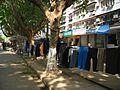 卖衣服的摊点 Clothes for sale - panoramio.jpg