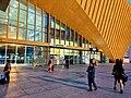 成都南站售票厅和上升广场.jpg
