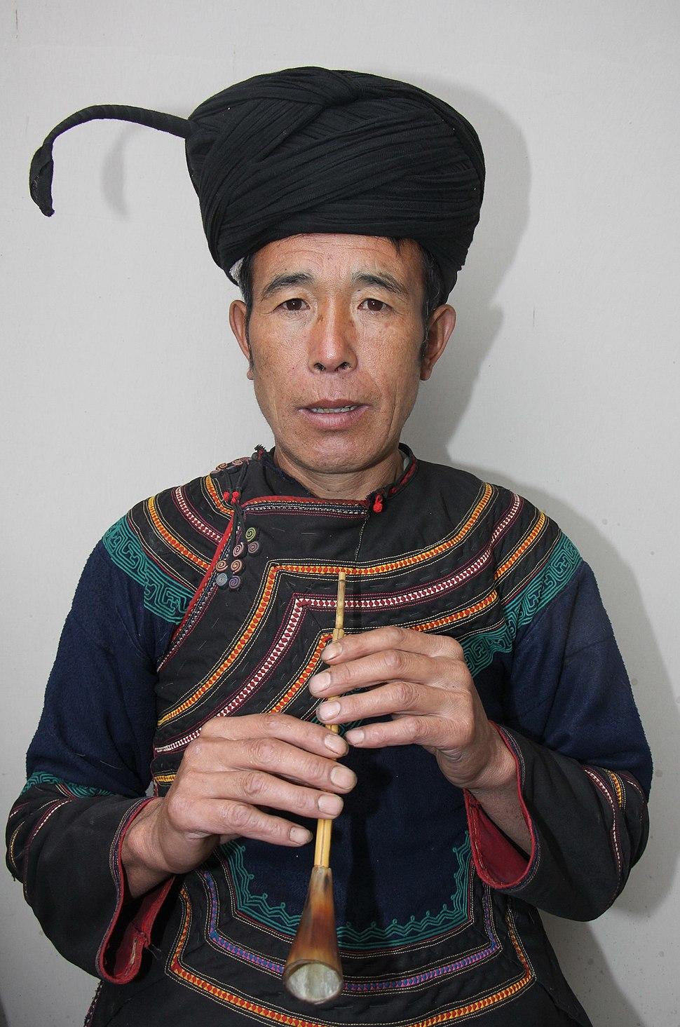 00 Yi minority in traditional 04.jpg