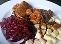 02017 0817 Mittagessen, Sauerbraten, Kartoffelklöße, Waldkarpaten.jpg