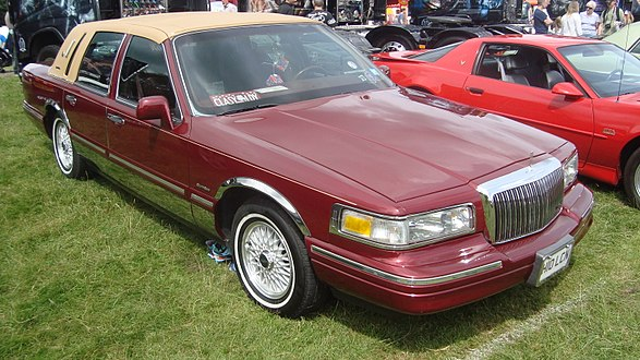 Lincoln Town Car Wikipedia S Lincoln Town Car As Translated By Gramtrans