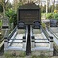 20090321 Graven slachtoffers IJe Wijkstra Esserveld Groningen NL.jpg