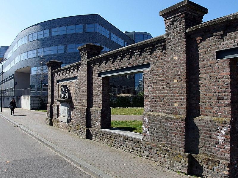 File:20150312 Maastricht; Factory wall of Société Céramique 05.jpg