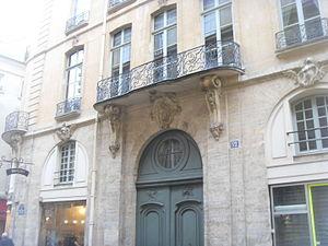 Hôtel du Tillet de la Bussière - Image: 52 rue Saint André des Arts (1)