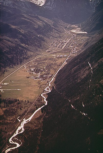 File:AERIAL VIEW OF TELLURIDE SHOWING NEWLY-CUT SKI TRAILS (IN RIGHT FOREGROUND - NARA - 543746.jpg